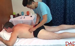 Daddy calls a catch asian masseur be worthwhile for some hawt extra service
